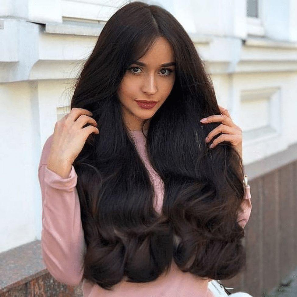 wavy hair women