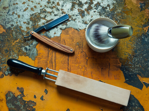 how to sharpen a razor blade with a stone